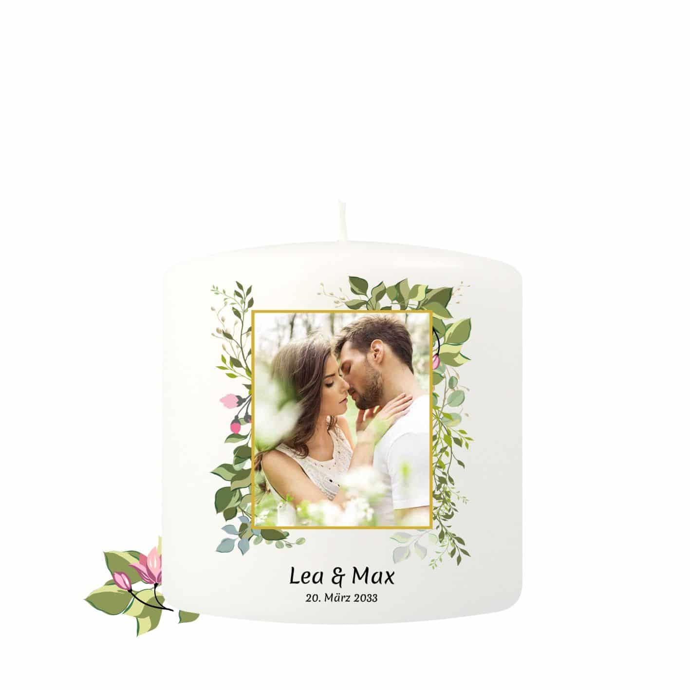 Kleine Hochzeitskerze individualisierbar dekoriert mit zarten Blaettern