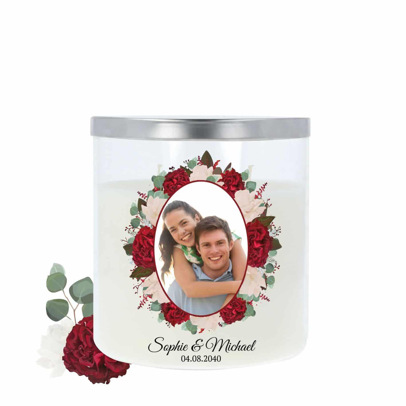 Hochzeitskerze im Glas mit hochwertigem Metalldeckel und einem Rand aus Rosen